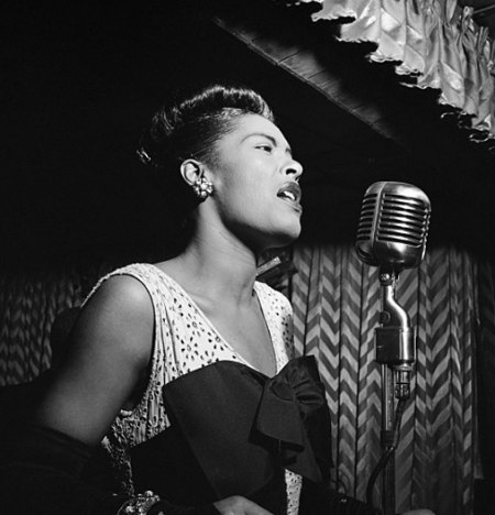 Billie_Holiday_Downbeat_New_York,_N.Y._ca._Feb._1947_William_P._Gottlieb_04251